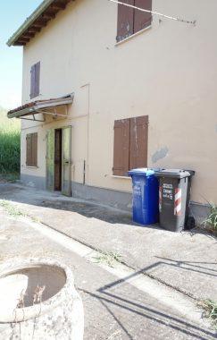 CASA INDIPENDENTE DI CAMPAGNA CON GIARDINO E BARCHESSA