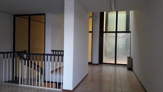 NEGOZIO/UFFICIO SU DUE LIVELLI IN CENTRO PAESE